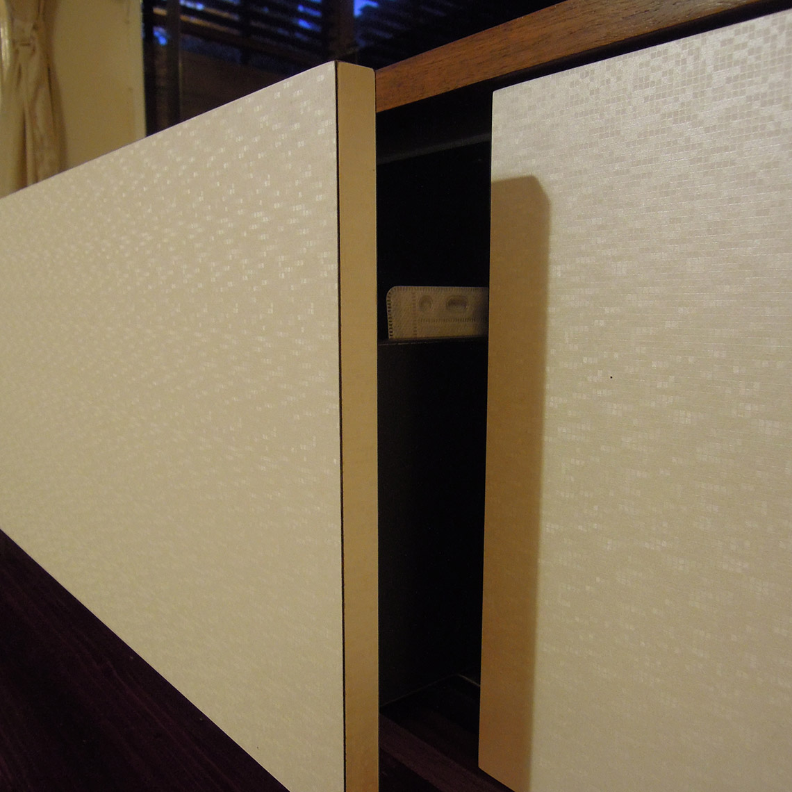 Touch-close drawers